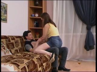 Секс с русской зрелой женщиной и молодым парнем дома у нее в квартире