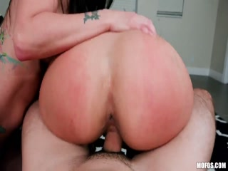 Порно видео лесби смотреть онлайн - две красотки трахаются вдвоем на кровати дома