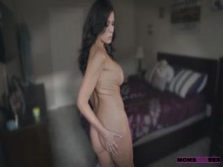 Секс видео онлайн с участием мамы, которая учит дочь