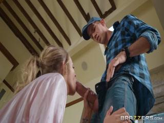 Мужик трахает молодую девушку с большой грудью в пизду и рот, пока жены нет