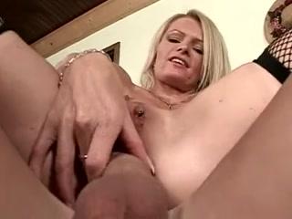 Смотреть порно видео со зрелой тетей которая трахнулась на кухне дома