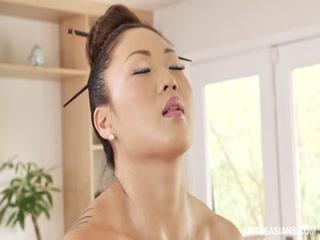 Порно видео с негром и грудастой брюнет
