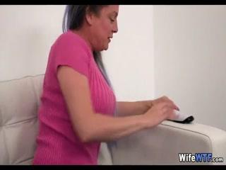 Порно видео со зрелой мамкой и молодым