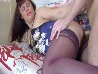 Порно со спящей мамочкой, которая любит трахаться